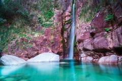 Fantastischer Wasserfall Lizenzfreie Stockfotos
