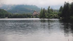 Fantastisk berg sjö i höga Tatras, Slovakien lager videofilmer