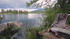 Fantastisk berg sjö i höga Tatras, Slovakien arkivfilmer