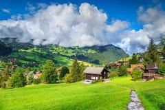 Fantastisk bergsemesterort i fjällängarna, Grindelwald, Schweiz, Europa arkivfoto