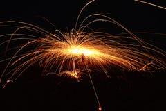 Fantastisk brandshow på natten på festival- eller brölloppartiet Brand da arkivfoto