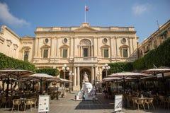 Fantastisk byggnad i republikfyrkanten, Valletta royaltyfri foto