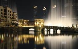 Fantastisk dansspringbrunn av den Dubai gallerian Arkivbilder