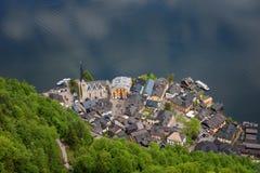 Fantastisk flyg- sikt på den berömda Hallstatt byn och den alpina sjön, österrikiska fjällängar, Salzkammergut, Österrike, Europa Royaltyfri Foto