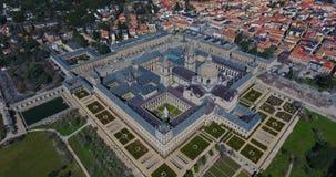 Fantastisk flyg- sikt uppifrån med en bred vinkel av El Escorial, Madrid, Spanien Espana stock video