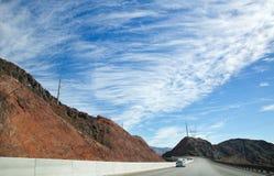 Fantastisk härlig himmel och väg i USA royaltyfria bilder