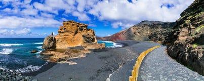 Fantastisk härlig svart strand i den vulkaniska ön Lanzarote - El Royaltyfria Bilder