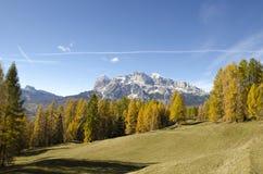 Fantastisk höst i Dolomitesfjällängarna, Italien Royaltyfri Bild