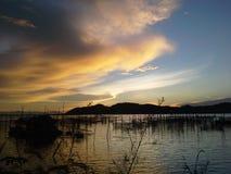 Fantastisk himmel i eftermiddagen nära den Kaw Yor ön, Songkhla Royaltyfria Bilder
