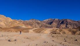 Fantastisk konstnärpalett på den Death Valley nationalparken i Kalifornien - DEATH VALLEY - KALIFORNIEN - OKTOBER 23, 2017 Arkivbilder