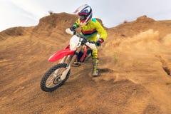 Fantastisk motocrossryttare royaltyfri bild