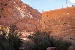Fantastisk panorama av kloster av St Catherine, montering Moses, Sinai royaltyfri bild