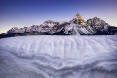 Fantastisk plats av det Sonnenspitze berget Typisk vinterplats nära Ehrwald, Tirol, Österrike Royaltyfri Bild