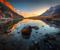 Fantastisk plats med Himalayan berg arkivbild