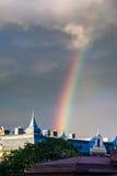 Fantastisk regnbåge över staden av Göteborg, Sverige närbild Fotografering för Bildbyråer