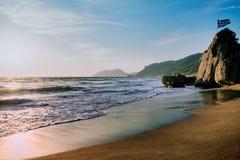 Fantastisk sandig strand med havet och moln, Korfu Royaltyfria Bilder