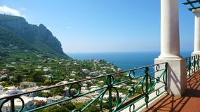 Fantastisk sikt av den Capri staden från en terrass av ön, Capri, arkivbilder
