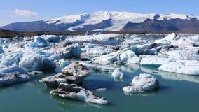 Fantastisk sikt av den is- sjön Jokulsarlon i Island stock video