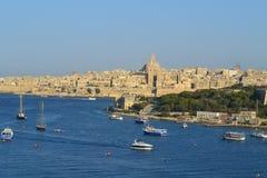 Fantastisk sikt av den storslagna hamnen och Valletta staden, huvudstaden av Malta Arkivbild