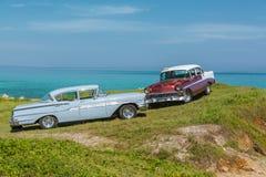 Fantastisk sikt av klassiska retro bilar för gammal tappning Royaltyfria Bilder