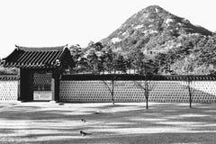 Fantastisk sikt av Mt Bugaksan från centrala Seoul Arkivbilder