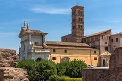 Fantastisk sikt av Roman Forum och den Capitoline kullen i stad av Rome, Italien Arkivfoto