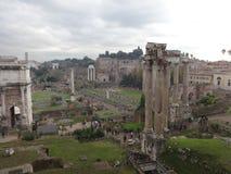 Fantastisk sikt av Romans Forum arkivfoton
