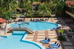 Fantastisk sikt av simbassängen för villaKubasemesterort Arkivfoto