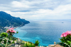 Fantastisk sikt från villan Rufolo, Ravello stad, Amalfi kust, i t arkivfoton