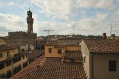 Fantastisk sikt i Florence, Palazzo Vecchio som ses från ett hotell Royaltyfri Foto