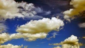 Fantastisk sikt med moln efter regn textur royaltyfri bild