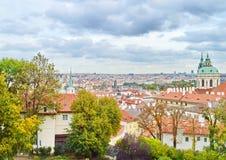 Fantastisk sikt på den Prague staden Royaltyfri Bild