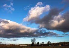 fantastisk skysolnedgång Arkivbilder
