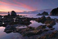 Fantastisk solnedgång över den Silencio stranden Asturias Arkivbilder