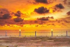 Fantastisk solnedgång över det Andaman havet Royaltyfria Foton