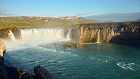 fantastisk solnedgång Hodafoss mäter mycket härlig isländsk vattenfall 12 höjdpunkt Det lokaliseras i den norr near sjön arkivfilmer