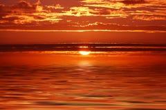 Fantastisk solnedgång på den Breton kusten Arkivfoto