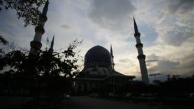 Fantastisk solnedgång på moskén i Malaysia arkivfilmer