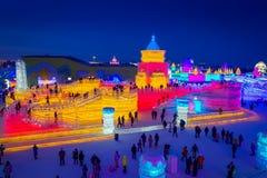 Fantastisk solnedgång under isen och festivalen för snöskulptur, Harbin, Kina royaltyfria foton