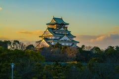 Fantastisk solnedgångbild av Osaka Castle Arkivfoto