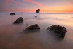 Fantastisk soluppgång över den Aguilar stranden Asturias Fotografering för Bildbyråer