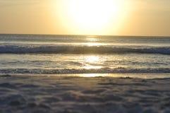 Fantastisk strandsolnedgång Arkivfoton