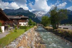 Fantastisk träbyggnad i Les Diablerets, Schweiz Arkivfoton