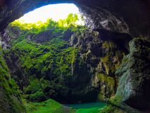 Fantastisk undervärld av Macocha grottor i Tjeckien arkivbilder