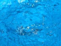 Fantastiska blått i vatten Arkivfoto