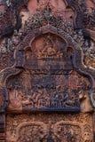 Fantastiska fronton i Banteay Srei Royaltyfri Bild