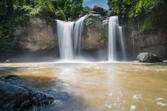 Fantastiska härliga vattenfall i den Khao Yai nationalparken, Thailand royaltyfri fotografi