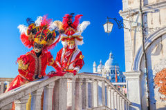 Fantastiska karnevalmaskeringar i Venedig, Italien Arkivfoto