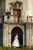 Fantastiska lyckliga försiktiga stilfulla härliga romantiska caucasian par Arkivbild