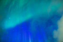 Fantastiska pittoreska unika nordliga ljus Aurora Borealis Over L Arkivbild